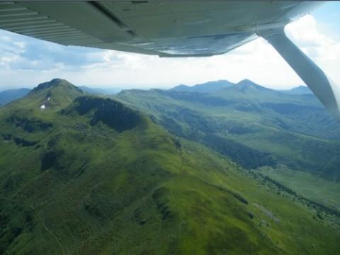 Dans le ciel du Cantal en Avion, ULM, Montgolfière, parachute