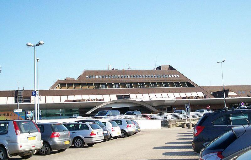 Comment garer votre voiture à moindre coût à l'aéroport?