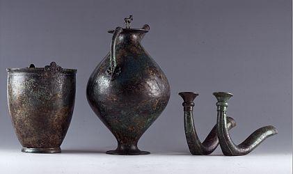 Trinkgeschirr und Jochaufsätze aus dem keltischen Grab von Waldalgesheim Foto: S. Schröder