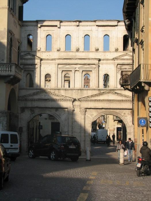 Verona, römisches Stadttor, die sogenannte Porta Borsari. Foto: Patric-Alexander Kreuz .