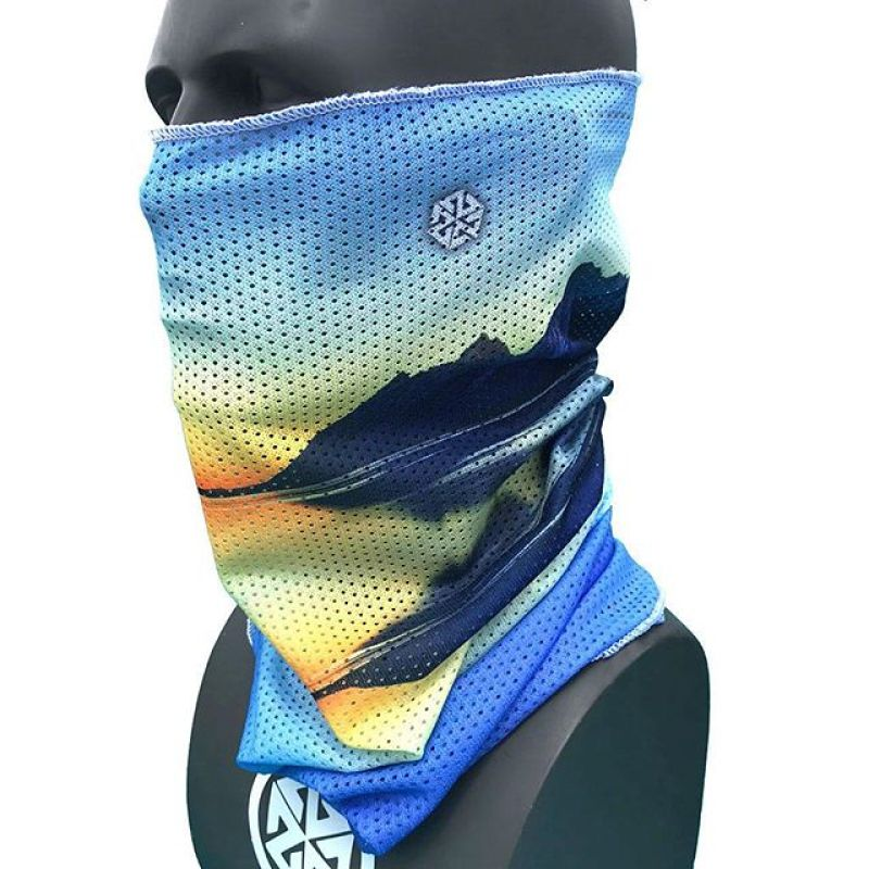 It's spring! Get yerself a new breathable Mesh A7 Facemask to protect your neck on those blazing hot shred missions. #AVALON7 #StayStokedOutdoors #snowboarding #skiing #splitboarding www.avalon7.com
