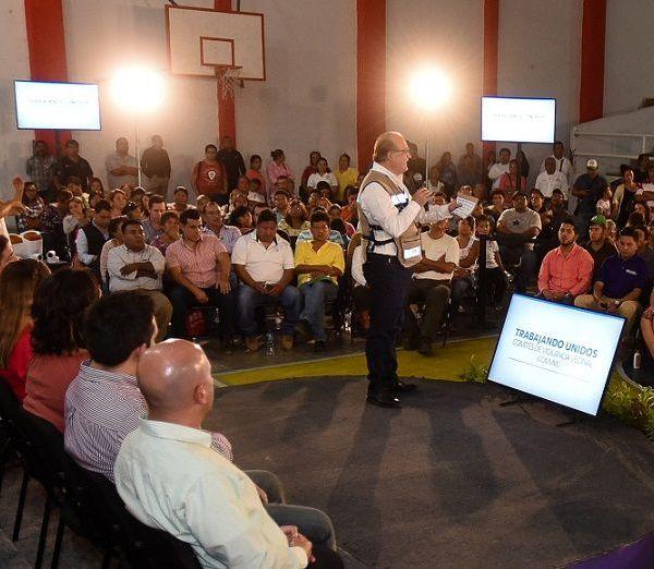 reconoció la labor del diputado Julio Espín Navarrete y Dulce Margarita Medina Quintanilla, alcaldesa de Puente de Ixtla