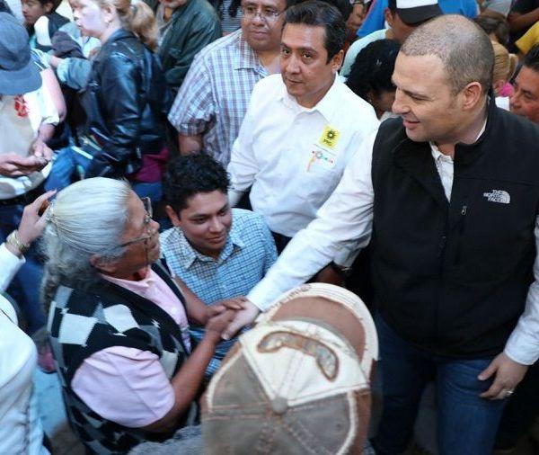 una convivencia con niños organizada por el alcalde de Jiutepec, José Manuel Aguero Tovar