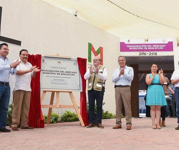 junto con el alcalde Francisco León y Vélez Rivera