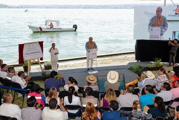 Al entregar las obras del Proyecto de Rescate Integral de las Playas Ejidales Larga, San José, Linda y Xoxocotla, en las que se invirtieron 20 millones, el mandatario aseguró que se reconstruyó la economía de Tequesquitengo