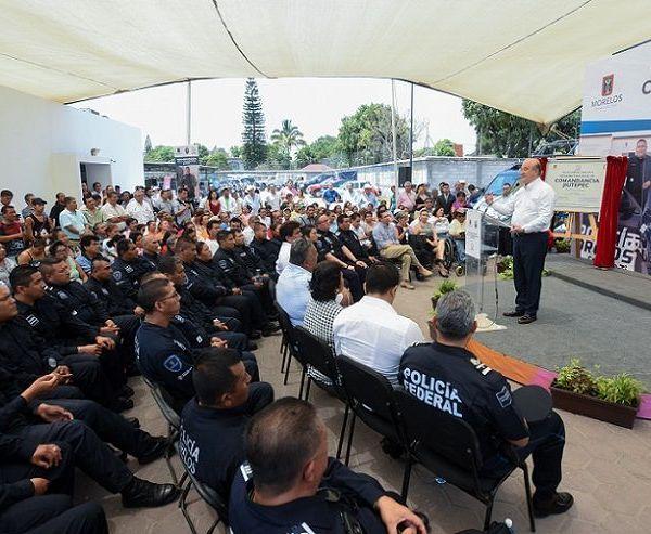 Al entregar la rehabilitación de la Comandancia Jiutepec de la Policía Morelos, el gobernador Graco Ramírez afirmó que hoy en estado tiene mejores condiciones de seguridad, producto del esfuerzo compartido entre los ciudadanos y el gobierno