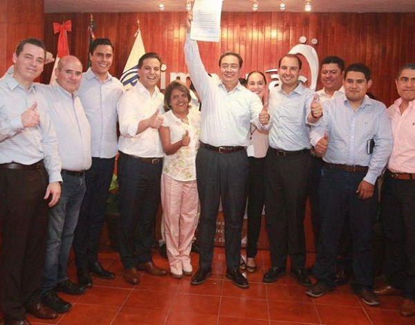 presidente nacional del Acción Nacional, Gabriel Cepeda Vidales, y coordinador de los diputados federales, Marco Cortés; y los dirigentes estatales del PAN, Juan Carlos Martínez Terrazas, y de MC, Jessica Ortega de la Cruz