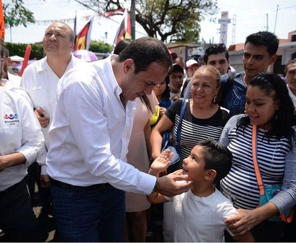 """A la colonia Antonio Barona llegó acompañado de cientos de ciudadanos, tras realizar un recorrido a pie desde la glorieta """"Las Cazuelas"""""""