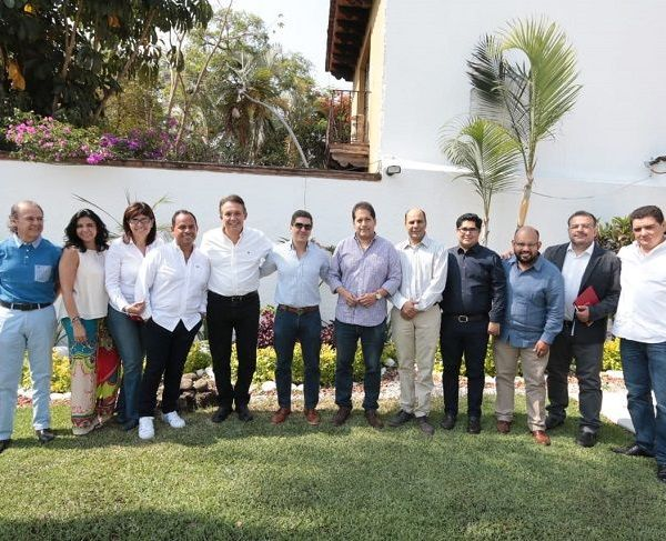 A invitación de la dirigencia del Consejo Coordinador Empresarial (CCE-Morelos), el candidato dialogó con los representantes del sector privado, sobre temas vitales para el desarrollo de la entidad, entre ellos, la seguridad