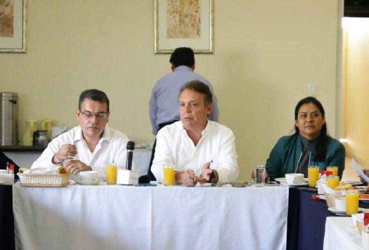 Al reunirse con líderes de opinión y comunicadores lamentó que en estas elecciones Morelos tenga como protagonistas a actores arribistas que llegan a la entidad bajo un contrato para sacar ventaja del estado