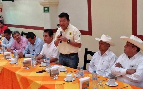 El presidente del PRD, Matías Quiroz Medina, reprobó que candidatos y partidos hagan difusión de información falsa para engañar a los damnificados por el sismo del pasado 19 de septiembre, con el objetivo único es ganar votos, aprovechando la tragedia que viven miles de familias