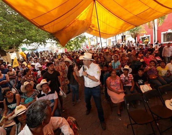 Hoy quiero hacer un compromiso con todos los habitantes de la tierra del jefe, el próximo año se cumplen 100 años de la muerte de Emiliano Zapata, por eso construiremos aquí en Ayala un museo en su nombre, además de que con la ayuda de nuestros próximos diputados y senadores, reconstruiremos el 100 por ciento de las escuelas afectadas por el sismo del 19 de septiembre pasado