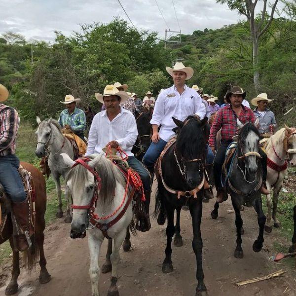 Con más de 400 jinetes, emprendió un recorrido en Ciudad Ayala, la Tierra del Jefe, que inició en el pueblo de Zacapalco y finalizó en el monumento al General Emiliano Zapata Salazar, lugar donde un 10 de abril de 1919 fue emboscado y asesinado en Chinameca