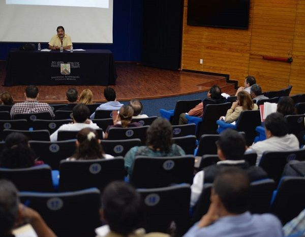 En representación de José Alejandro Jesús Villareal Gasca, Hernández López expresó que quienes ocuparán cargos como el de tesorero municipal deben conocer qué es la hacienda municipal, cómo se integra y en qué consiste la gestión estratégica de los recursos públicos