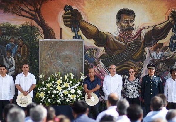 A nombre del gobernador del estado, Graco Ramírez, el funcionario recordó que Emiliano Zapata desde su infancia mostró su inconformidad con los abusos de autoridades contra los campesinos, que lo llevó a asumir el compromiso y objetivo de vida de luchar porque la tierra sea devuelta a los campesinos y que éstos de manera libre fueran dueños de su destino