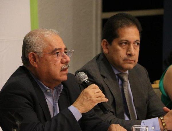 Acompañado por la secretaria de Desarrollo Económico y Trabajo, Ana Cecilia Rodríguez González, sostuvo una reunión de trabajo con los integrantes del CCE, encabezados por su presidente Ángel Adame Jiménez, quienes hicieron propuesta para avanzar en el mejoramiento de la seguridad y dar certeza a las inversiones