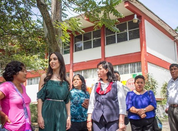 Acompañada de 270 alumnas, que cursan su educación secundaria en esta histórica institución, Natalia Rezende aseguró que este apoyo mejorará sus condiciones de estudio y calidad de vida
