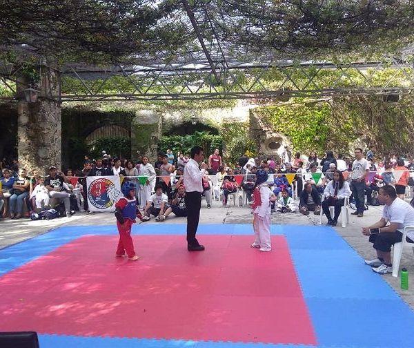 El Instituto Superior de Taekwondo (ISTKD) celebró un aniversario más, tiempo en el cual ha logrado mantenerse por más de 19 años en este deporte, que ha llevado a las colonias más marginadas brindando oportunidades a niños y jóvenes para practicar este deporte, y ello ha sido uno de sus principales bastiones en la entidad para ganarse el respeto, la admiración de cada uno de sus afiliados quienes han depositado su confianza en cada una de escuelas llegando más alumnos a formar su carácter con la actividad de una actividad deportiva en su desarrollo académico, y profesional