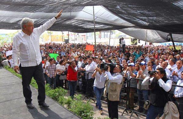 Indicó que han quedado atrás los compromisos sin cumplir y la corrupción. En esta nueva etapa, el Gobierno de México responderá con soluciones claras a las necesidades de la población y se trabajará con honestidad y transparencia