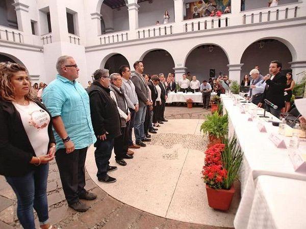 """reconoció que Cuernavaca vive momentos complejos que requieren de la participación de todos, con un trabajo eficiente y de responsabilidad, para que """"unidos reconstruyamos nuestra ciudad""""."""