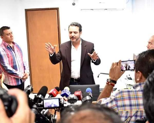 """En conferencia de prensa, Antonio Villalobos indicó que la primera acción que tomó al asumir la Presidencia de Cuernavaca fue tomar el control del áreas delicadas para la administración, como es Predial, Licencias y Reglamentos y SAPAC, """"precisamente para el blindaje de la información"""" de los contribuyentes"""