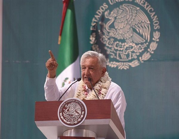 """Luego de que los asistente abuchearon al gobernador Cuauhtémoc Blanco, el tabasqueño de inicio pidió que lo escucharan """" para que se comprenda bien cuál es nuestro planteamiento"""", toda vez que en las últimas dos semanas ha expresado su respaldo al proyecto de la Comisión Federal de Electricidad"""