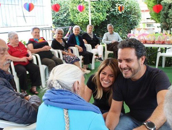 """La Presidenta del DIF Cuernavaca les expresó que """"es un honor compartir con ustedes y poder celebrar la amistad y el amor... Pongo a su disposición todo mi amor y todo mis esfuerzo porque ustedes lo valen"""", apuntó"""