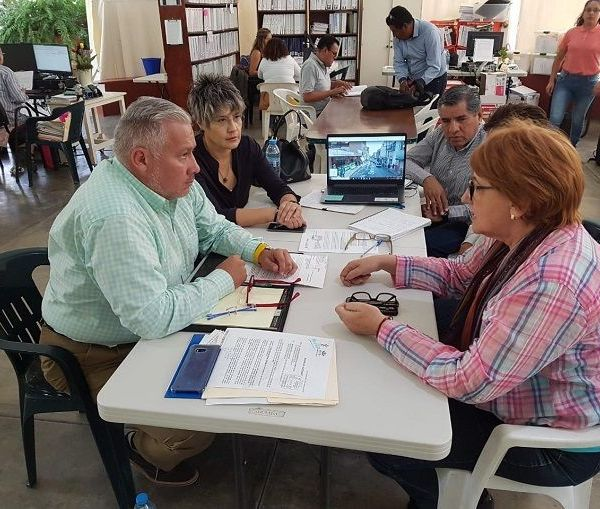 Ante la inquietud que ha provocado el tema, acordaron implementar actividades coordinadas, con el objetivo de darles certeza a los habitantes de Tlaltenango, de que todo lo que se haga, se realice conforme a las normas y leyes vigentes en la materia, así como certidumbre a los desarrolladores e inversionistas