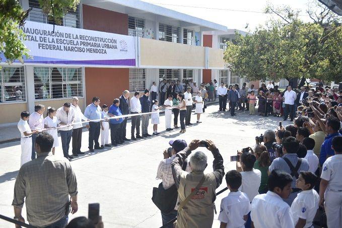 Al entregar la rehabilitación de la escuela primaria urbana federal Narciso Mendoza de Cuautla, la cual sufrió graves afectaciones a causa del sismo del 19 de septiembre del 2017, aseguró que la demora en la reconstrucción se debió al desvío de recursos de la anterior administración