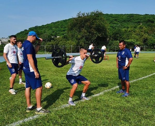 """Así, el club azucarero reanudó sesiones de entrenamiento en la cancha de la Unidad Deportiva """"Mariano Matamoros"""", en Xochitepec, Morelos"""