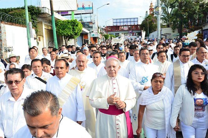 el obispo Ramón Casto afirmó que la violencia ha rebasado a las autoridades al tal graco que 18 ayuntamientos pagan derecho de piso al crimen organizado, con cuotas que oscilan entre los 100 mil y los 500 mil pesos mensuales
