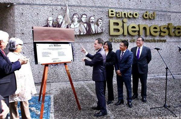 """Arturo Herrera Gutiérrez expresó que """"los nombres tienen un significado muy profundo, y en el caso del Banco del Bienestar no se trata de una institución financiera más, sino de una institución que atenderá a los mexicanos más vulnerables, y bajo eso no podríamos pensar más que en los mejores augurios"""", por lo que deseó todo el éxito a este nuevo proyecto"""