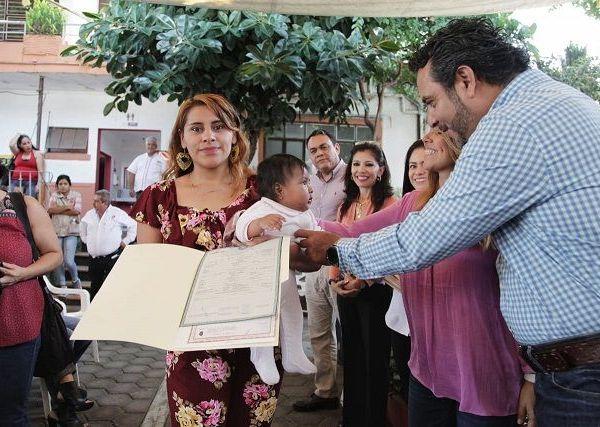 En las instalaciones del Ayuntamiento dentro del programa Campaña de Registro de Nacimiento para Menores que impulsa el DIF Cuernavaca, Alvarez González aseguró que el gobierno capitalino cumple integramente con las disposiciones de la Organización de las Naciones Unidas, plasmado en Los Derechos de los Niños, el 20 de noviembre de 1989