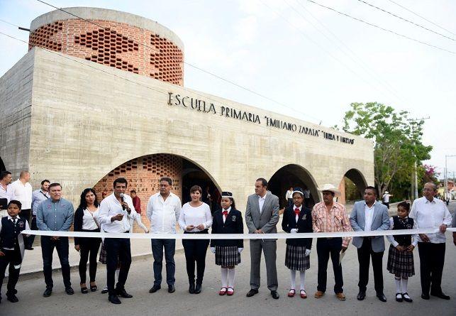 A dos años del sismo del 19 de septiembre de 2019, y luego de tomar clases en el auditorio ejidal, niñas y niños del Higuerón ya cuentan con nueva escuela, gracias al trabajo conjunto entre el Gobierno de Morelos y la fundación Hogares