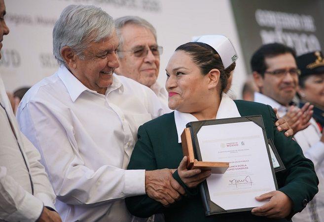 En la celebración del Día de las Enfermeras y los Enfermeros el jefe del Ejecutivo, realizado n el Centro Vacacional de Oaxtepec del IMSS, refrendó su propósito de rescatar y enaltecer el sector salud para cumplir el mandato de la Constitución