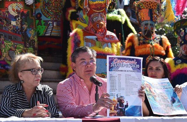 """Domingo 12 a las 16:00 horas tendrá lugar el """"Encuentro de Comparsas"""", con la participación de mil quinientos chinelos de diferentes municipios de los estados de Morelos y de México. El jueves 16, a las 20:00 horas, está previsto el """"Súper Show de las Viudas"""" -evento de sátira social-"""
