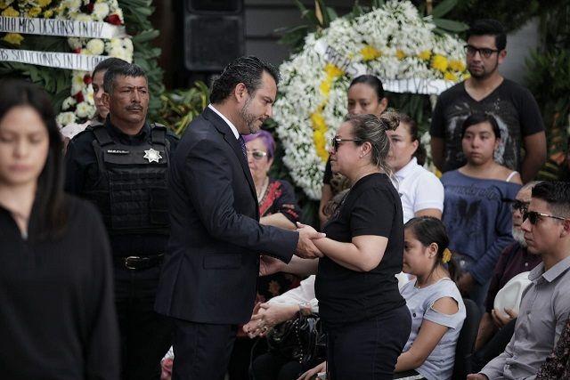 Precisó que la Consejería Jurídica del Ayuntamiento de Cuernavaca debe dar seguimiento al proceso que inició la Fiscalía General de Justicia para que ni por errores en el debido proceso ni tecnicismos legales inapropiados salgan en libertad los presuntos homicidas
