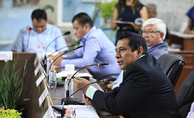 Dijo que el ayuntamiento podría buscar la manera de generar recursos económicos para colocar las cámaras en esas instituciones de aprendizaje