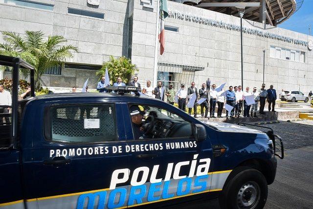 En el evento, celebrado en el Centro de Coordinación, Control, Comando, Comunicaciones y Cómputo (C5), el mandatario estatal exhortó a los elementos que integran el Mando Coordinado Policía Morelos a conducirse bajo los principios de legalidad, honradez y profesionalismo