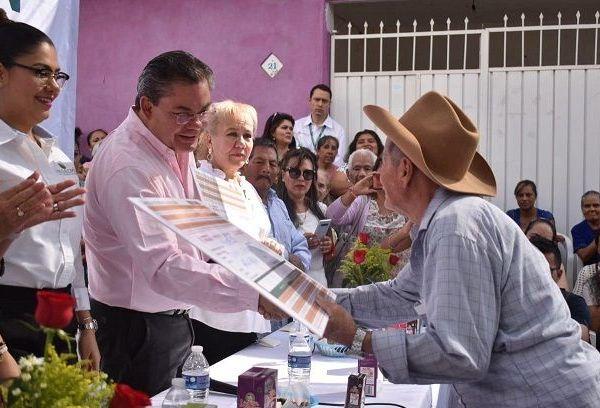 Durante la inauguración de la lechería, ubicada en la Casa de Día del Adulto Mayor de la colonia El Paraíso del Pueblo de Tejalpa, el alcalde Rafael Reyes Reyes destacó que en momentos de adversidad se necesita de todos los integrantes de la comunidad