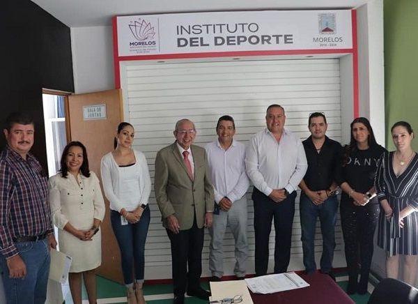 La sala de juntas del INDEM, ubicada en las instalaciones de la Unidad Deportiva Centenario, sirvió como marco perfecto, para celebrar la primera sesión extraordinaria de la junta de gobierno