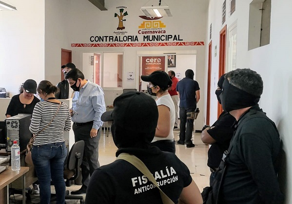 Frente a personal del Ayuntamiento y respetando siempre el debido proceso, se llevó a cabo la diligencia, en la que se aseguraron documentos y equipo de cómputo
