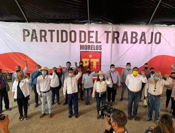 """Al hacer uso de la palabra el Coordinador del """"Frente de Lucha Campesina Morelense Emiliano Zapata"""", Fernando Zavala Galindo, manifestó que la inclusión de este sector rural al Partido del Trabajo tiene como finalidad"""