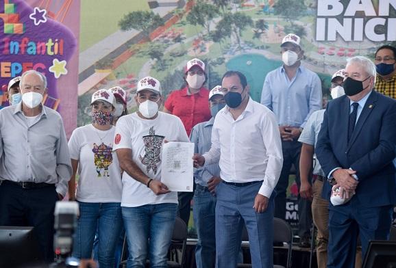 Señaló que ante las dificultades económicas que vive el país y por ende los estados, su Gobierno mantiene comunicación permanente con el Presidente Andrés Manuel López Obrador, quien le han brindado apoyo en todo momento a Morelos