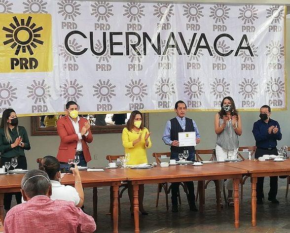 a presidente estatal del PRD, Cristina Balderas Aragón, informó que el Consejo Estatal del Sol Azteca acordó nombrar al también ex diputado local como su candidato