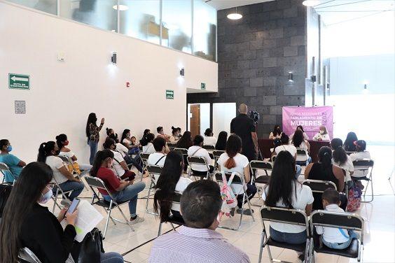 Las ponentes participantes en este primer foro regional fueron: Belén Galilea Figueroa Rodríguez, Grecia Hurtado Arroyo, Denisse Michelle Domínguez Estrada y Fabiola Montes de Oca Aguilar
