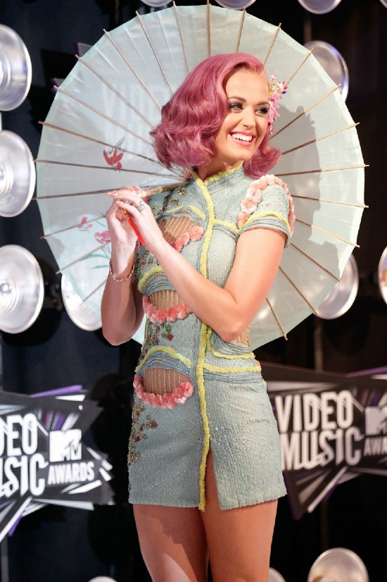 Katy-Perry-Attends-The-2011-VMA-in-Dior-Hair-by-Frederic-Fekkai-1.jpg