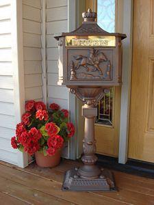 mailbox-pedestal avant-garden