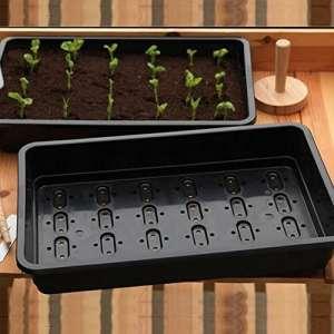 Paquet de 10 plateaux de semences professionnels Britten & James®. Pleines tailles, plateaux résistants noirs faits en plastique très épais avec des trous de drainage efficaces. Comme utilisé par les cultivateurs professionnels et les centres de jardinage