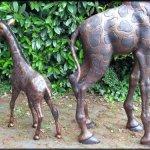 H. Packmor GmbH Girafe famille en bronze